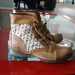 STEVE MADDEN LEATHER BOOTIES 8.5
